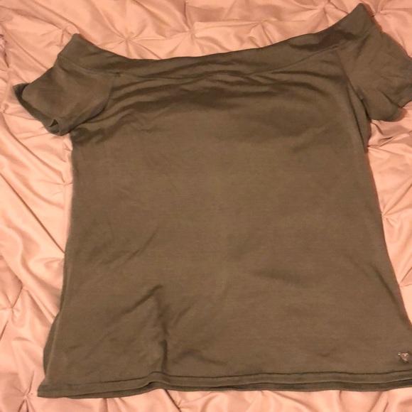 Guess Tops - Off the shoulder shirt sleeve tee shirt